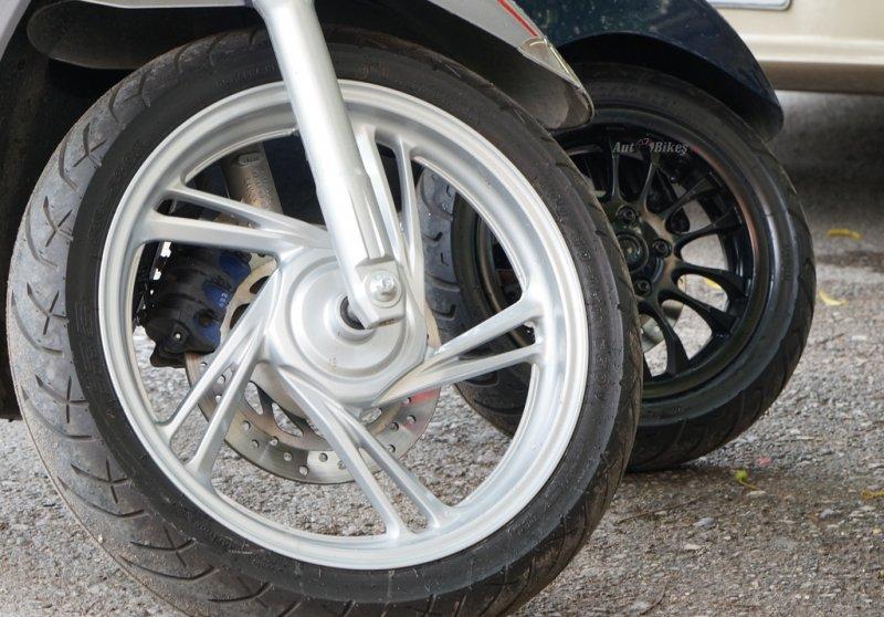 So sánh Honda SH và Vespa Sprint sau 1 năm sử dụng về động cơ