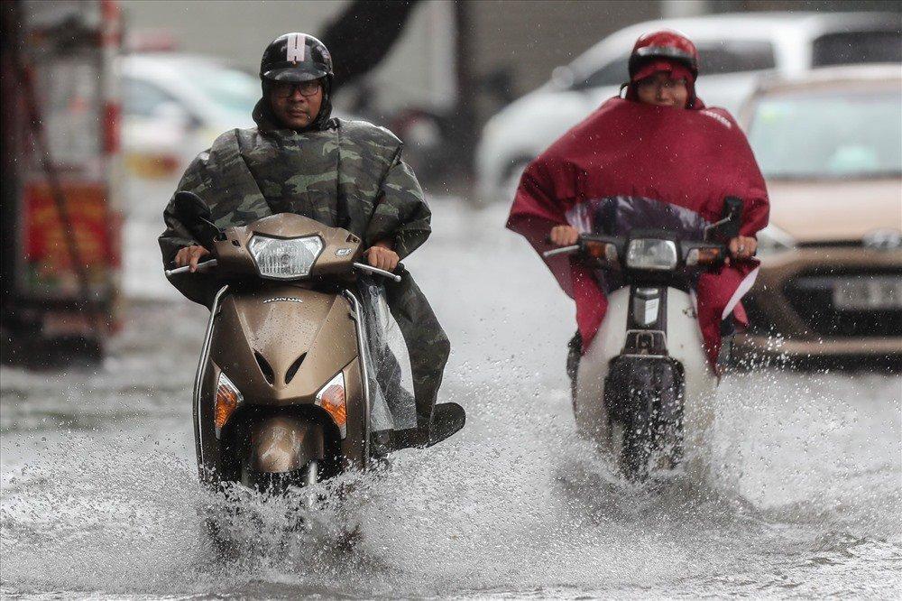 Bí quyết chăm sóc xe tay ga mùa mưa